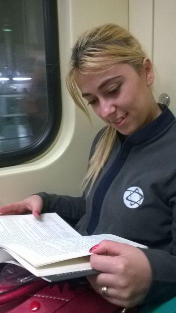 Leitor: Alessandra - Livro: 50 Tons de Cinza - Onde o leitor estava? Linha vermelha do metro sentido Itaquera/SP