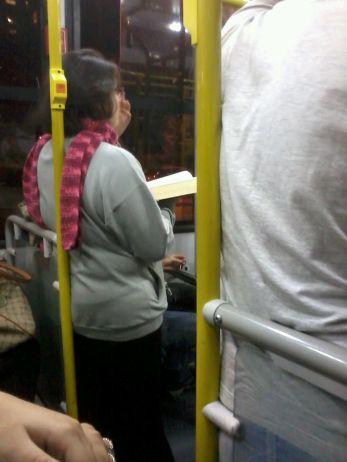 Mais uma leitora no ônibus 177Y- Barra Funda!