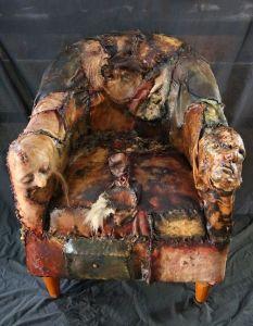 cadeira feita com pele