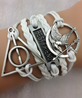 Unindo duas paixões literárias em um só bracelete! http://mixcelanea.commercesuite.com.br/bracelete-best-friends-harry-potter-e-jogos-vorazes-couro-e-metal-pr-570-356146.htm