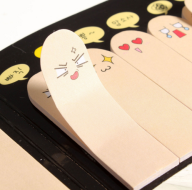 Marca páginas com sentimentos! http://pt.aliexpress.com/item/Hot-Sale-200-Pages-Cute-Kawaii-Stickers-Ten-Fingers-Sticker-Bookmark-Flags-Memo-Sticky-Notes-Pads/32579682181.html?spm=2114.02010208.3.169.YzKVSJ&ws_ab_test=searchweb201556_6,searchweb201602_2_10017_10005_10006_10034_10021_507_10022_508_10020_10018_10019,searchweb201603_1&btsid=c3d77f59-63de-4860-b254-777970456eb7