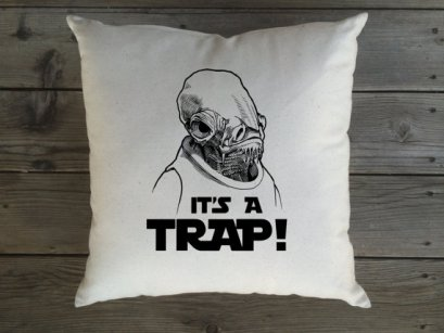 Olha que almofada incrível! Tem aqui https://www.etsy.com/listing/288854929/sale-star-wars-its-a-trap-canvas-throw?ref=shop_home_listings