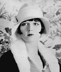 210px-Louise_Brooks_detail_ggbain.32453u